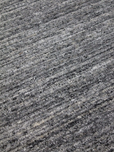 Soul graphite grey rug handloom knotted in wool and artsilk close up image