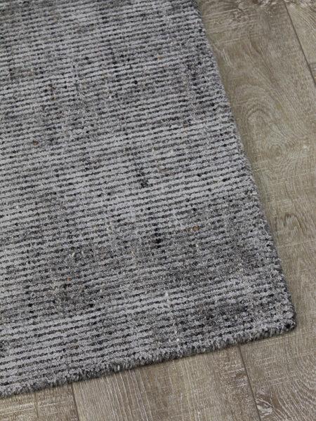 Garcia Fudge handloom knotted rug in wool and artsilk - corner image
