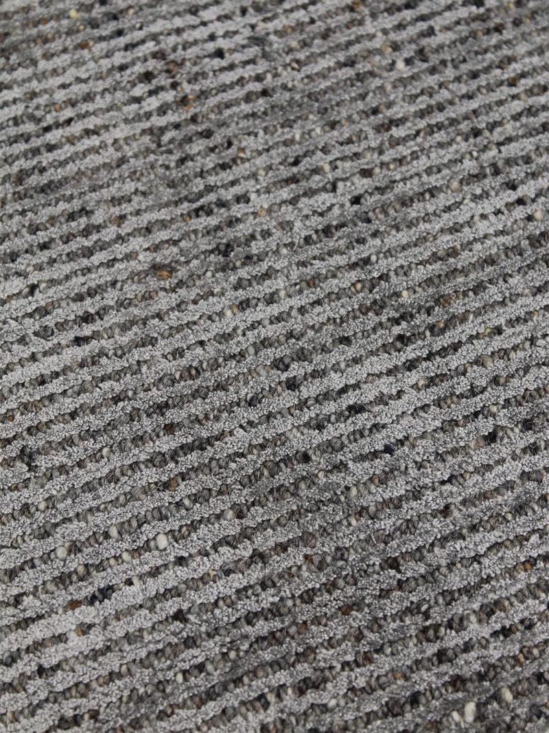 Garcia Fudge handloom knotted rug in wool and artsilk - detail image