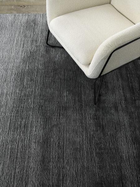 Shimmer Ebony black/grey rug handmade in wool & artsilk - lifestyle image