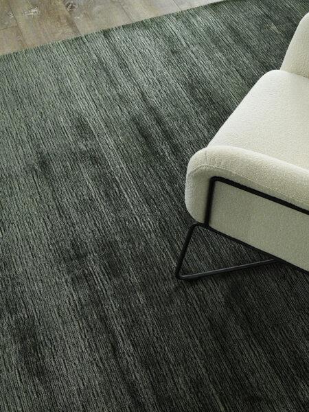 Shimmer Forest dark green rug handmade in wool & artsilk - lifestyle image